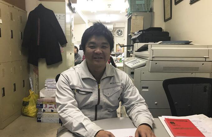 森兼社長と事務所風景