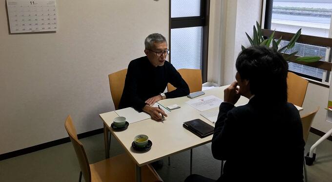 代表のインタビュー風景