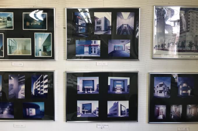 牛込様が手掛けた建物の壁掛け写真