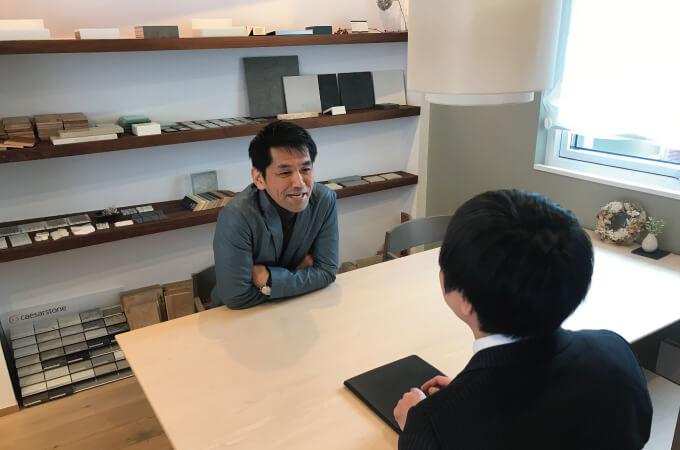 インタビューに応じる鈴木様