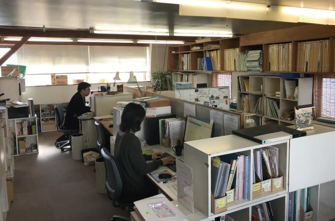 事務所の仕事風景
