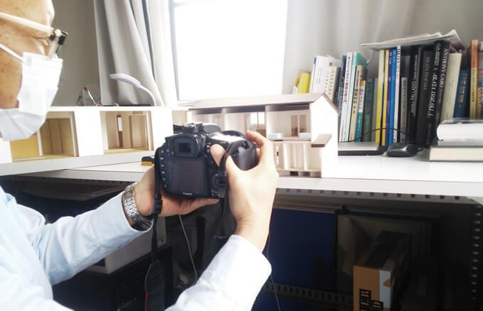 模型写真の撮り方を見せてくださった佐久間代表