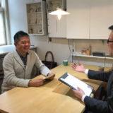 笑顔でインタビューに応じる戸田様