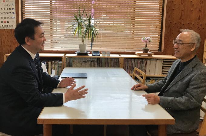 笑顔でインタビューに応じる加瀬澤様