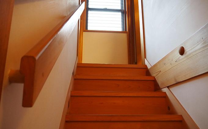 波多様自宅 階段
