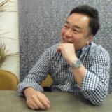 顎に手を当てる田村さん