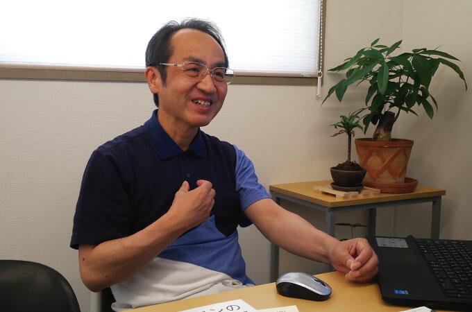 インタビュー中の山田さん