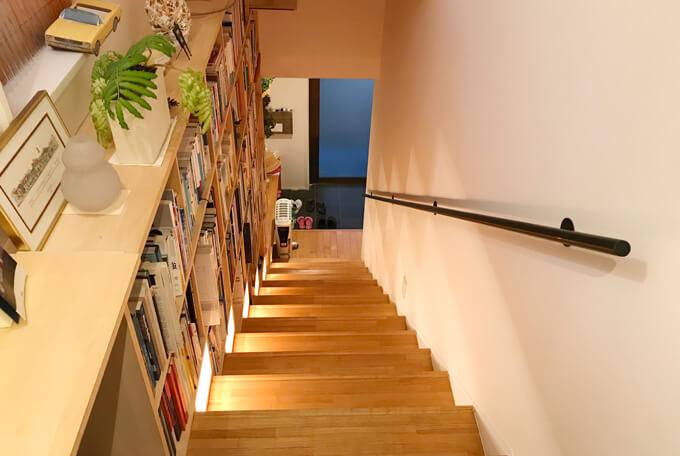 本棚の階段