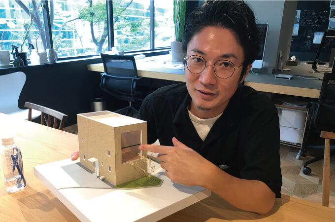 3Dモデルについて説明する阿部さん