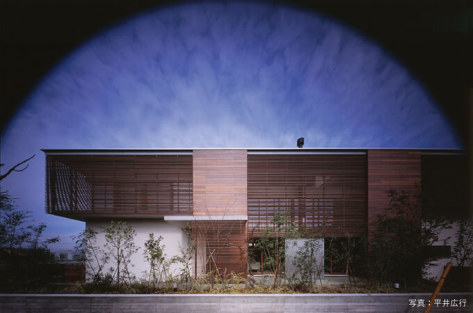 「木ルーバーの家」の外観