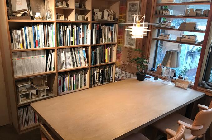 事務所のテーブル