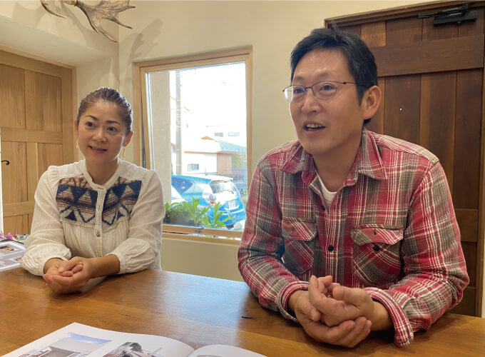 インタビューに答える西尾さんと半田さん