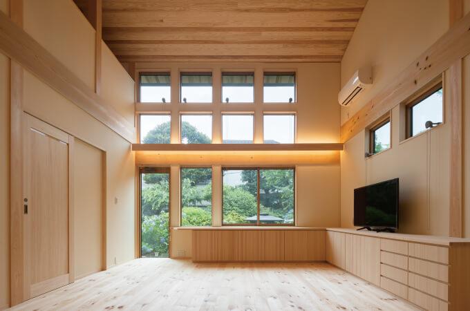木造の家の内観