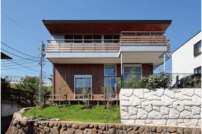 二段擁壁の家