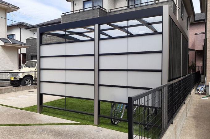 すりガラス調フェンス サイクルポート施工例