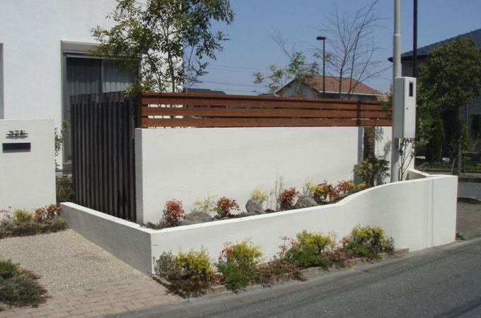 塗り壁塀 道路側施工例