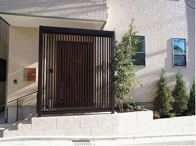 角材 玄関前施工例
