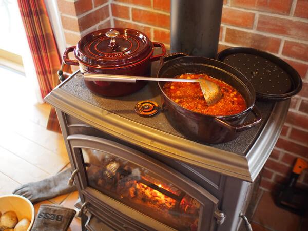 薪ストーブで料理